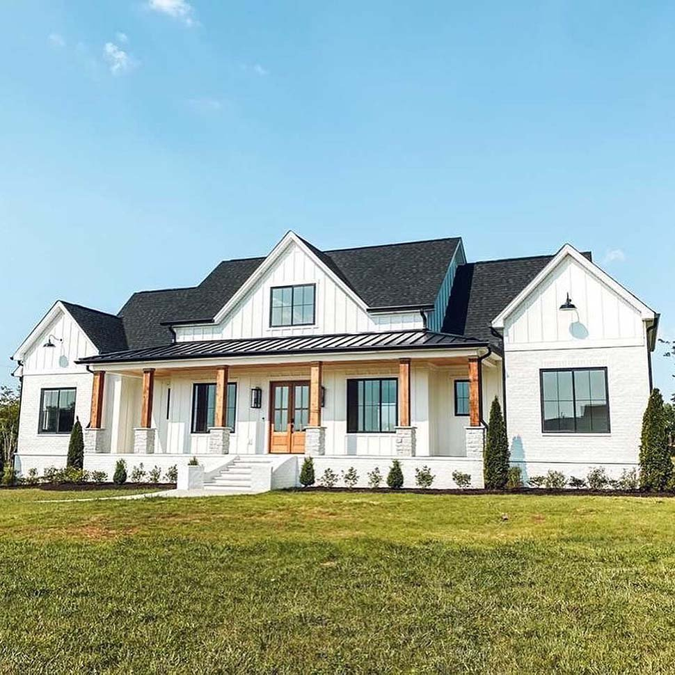 Country, Farmhouse Plan with 2400 Sq. Ft., 4 Bedrooms, 4 Bathrooms, 3 Car Garage Picture 5