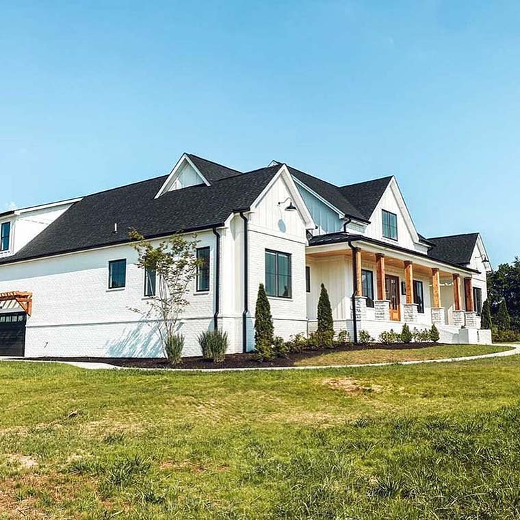 Country, Farmhouse Plan with 2400 Sq. Ft., 4 Bedrooms, 4 Bathrooms, 3 Car Garage Picture 6