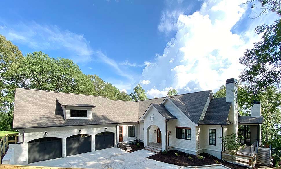 Coastal, Farmhouse, Southern Plan with 3794 Sq. Ft., 4 Bedrooms, 5 Bathrooms, 3 Car Garage Picture 3
