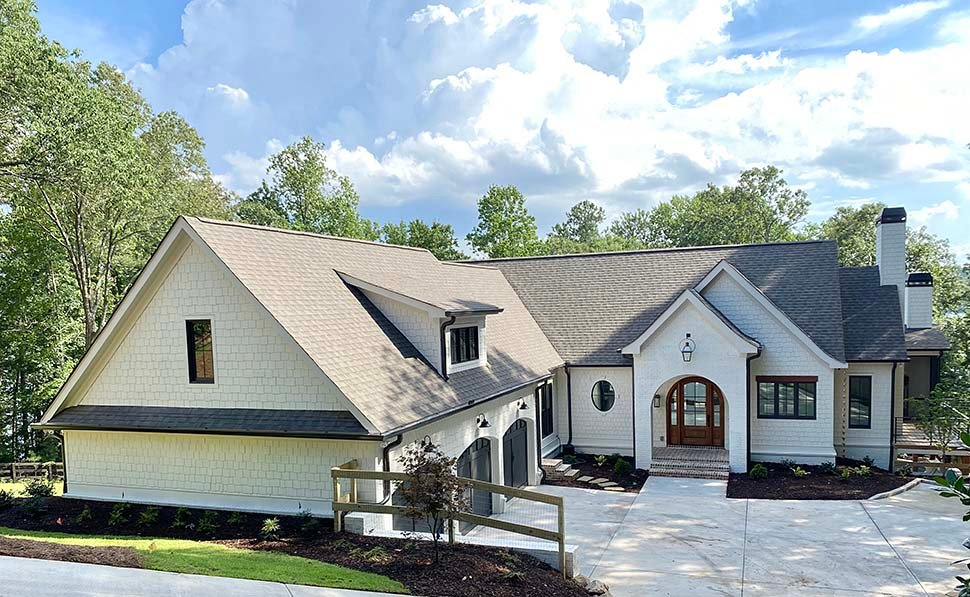 Coastal, Farmhouse, Southern Plan with 3794 Sq. Ft., 4 Bedrooms, 5 Bathrooms, 3 Car Garage Picture 4
