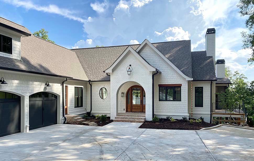 Coastal, Farmhouse, Southern Plan with 3794 Sq. Ft., 4 Bedrooms, 5 Bathrooms, 3 Car Garage Picture 5