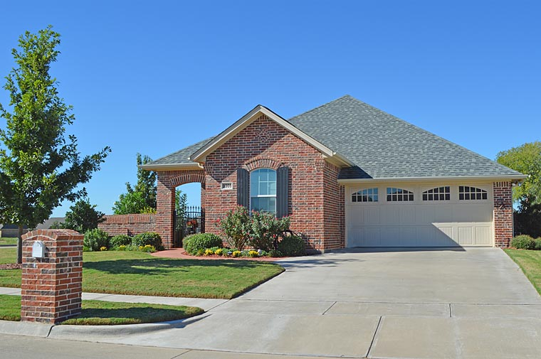 Bungalow, Craftsman, Ranch, Traditional Plan with 1850 Sq. Ft., 3 Bedrooms, 2 Bathrooms, 2 Car Garage Elevation