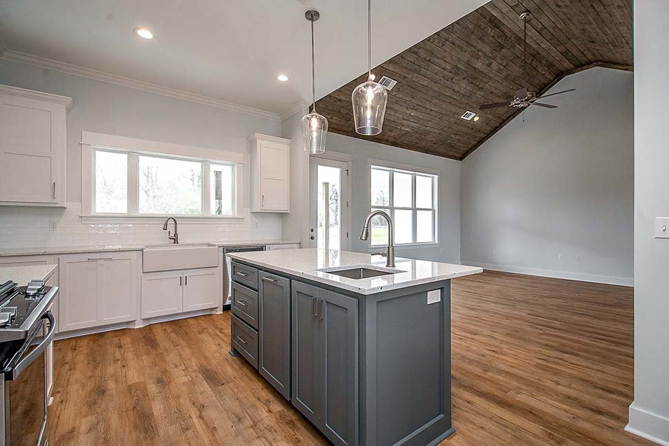 Country, Craftsman, Farmhouse, Traditional Plan with 2044 Sq. Ft., 3 Bedrooms, 3 Bathrooms, 2 Car Garage Picture 19
