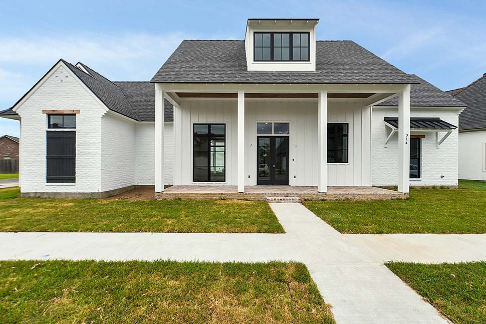 Country, Farmhouse, Southern Plan with 2446 Sq. Ft., 4 Bedrooms, 4 Bathrooms, 2 Car Garage Picture 3