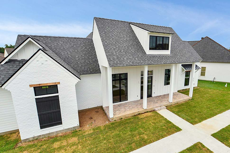 Country, Farmhouse, Southern Plan with 2446 Sq. Ft., 4 Bedrooms, 4 Bathrooms, 2 Car Garage Picture 4