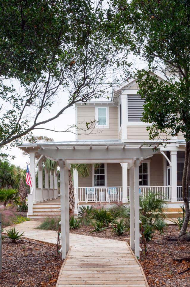 Country, Farmhouse, Southern, Traditional Plan with 2225 Sq. Ft., 4 Bedrooms, 4 Bathrooms Picture 2